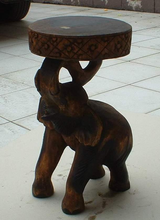 เก้าอี้ช้างยืนชูงวง