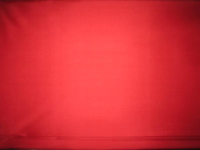 ผ้าไหม 2  เส้น สีแดงสด
