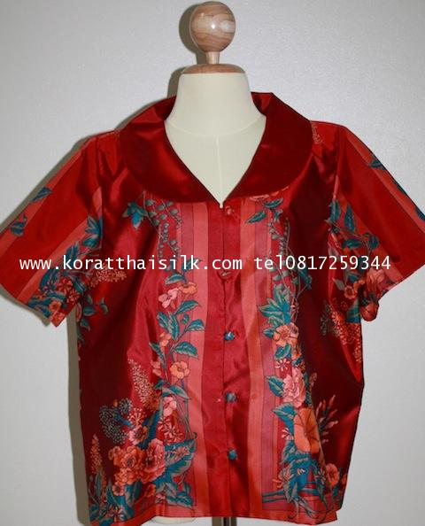เสื้อผ้าไหมสีแดงเข้มลายดอกไม้สวยหรู