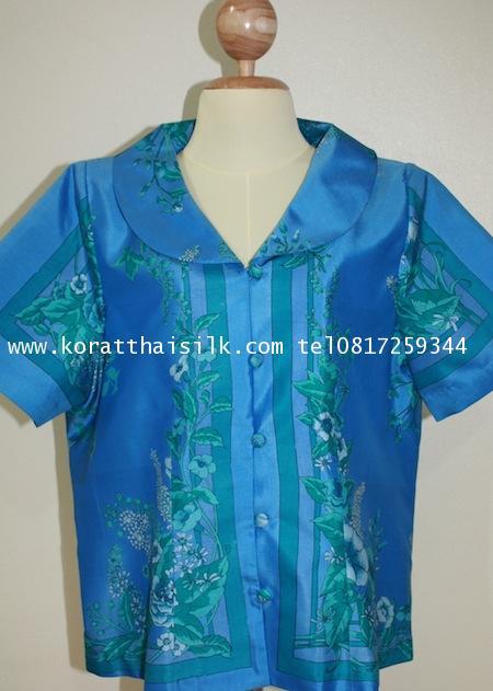 เสื้อผ้าไหมสีฟ้าลายดอกไม้สวยหรู