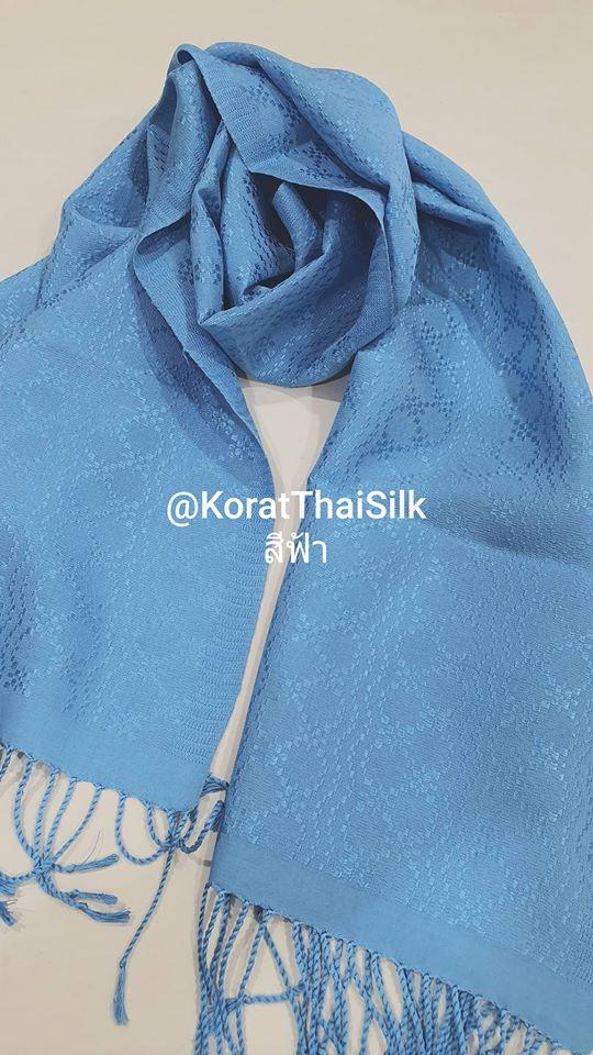 ผ้าพันคอไหมแท้ยกดอก สีฟ้า