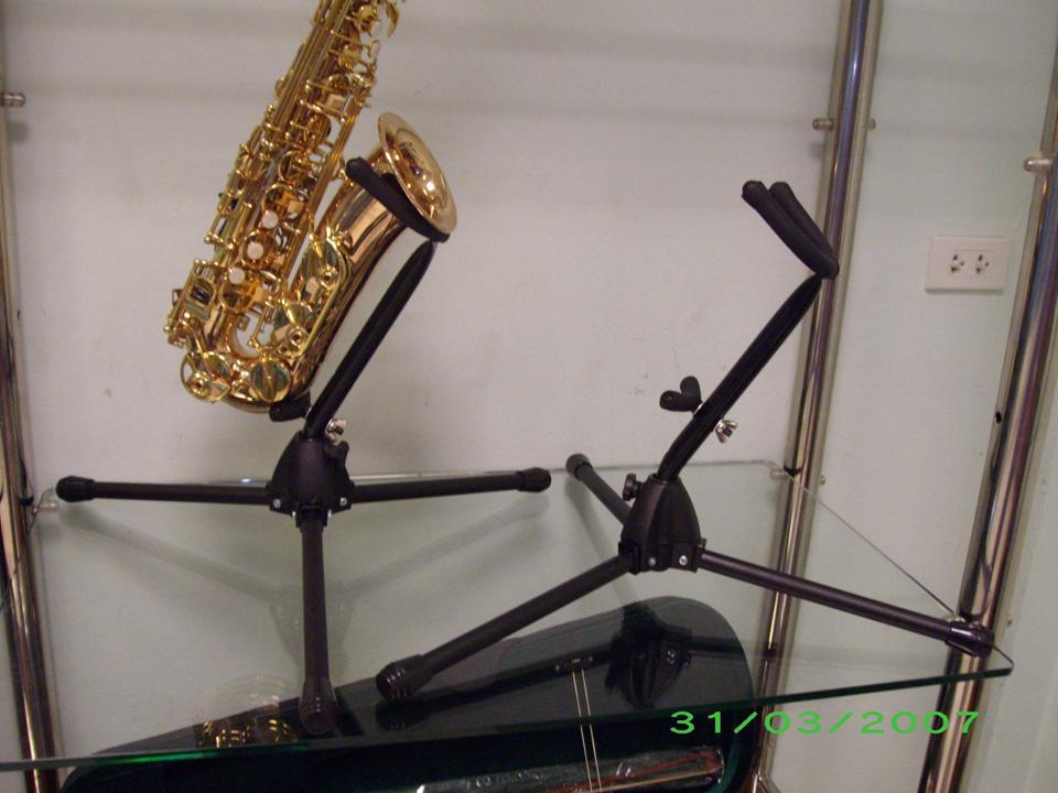 stand ตั้ง  alto saxophone