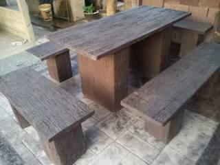 ชุดโต๊ะเหลี่ยมใหญ่ลายไม้