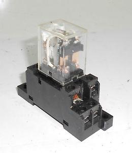Relay  Model :LY2N-D2  OMRON  ราคา 320 บาท