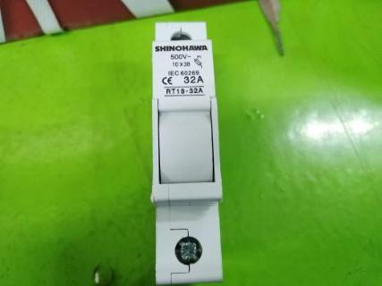 SHINOHAWA FUSE BASE RT18-32A ราคา 100 บาท
