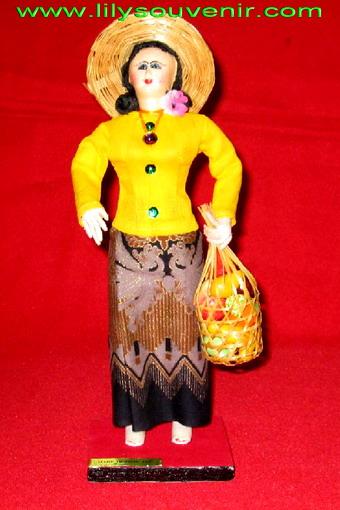 ตุ๊กตา-แม่ค้าถือชะลอม