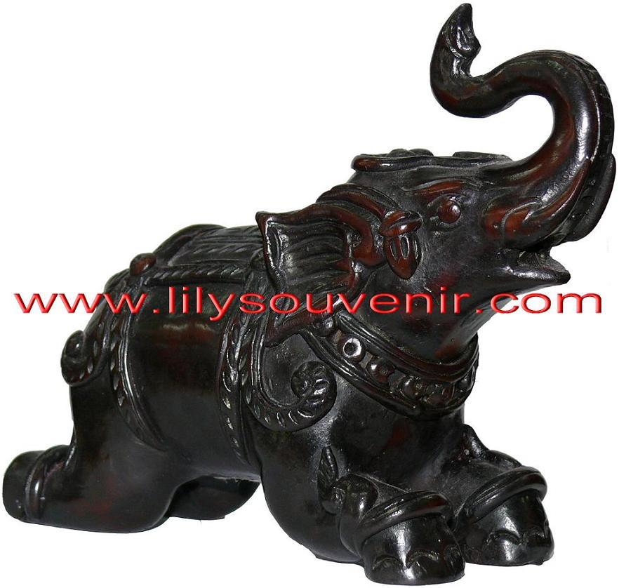 ช้างลายไทยหมอบชูงวง