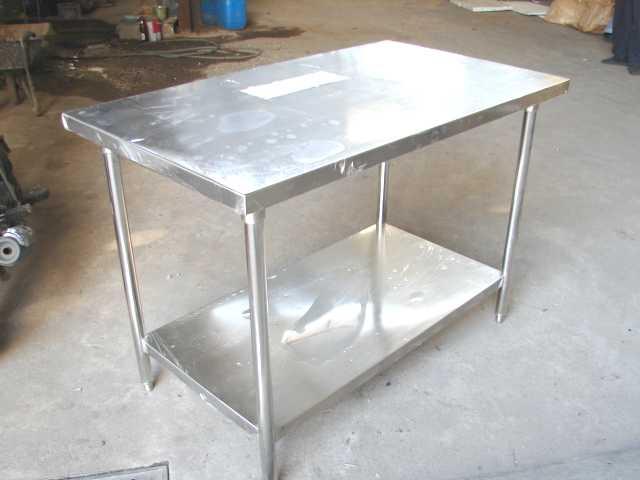 โต๊ะสเตนเลสหน้าเรียบพร้อมชั้นด้านล่างไม่มีปีกหลัง No.T4