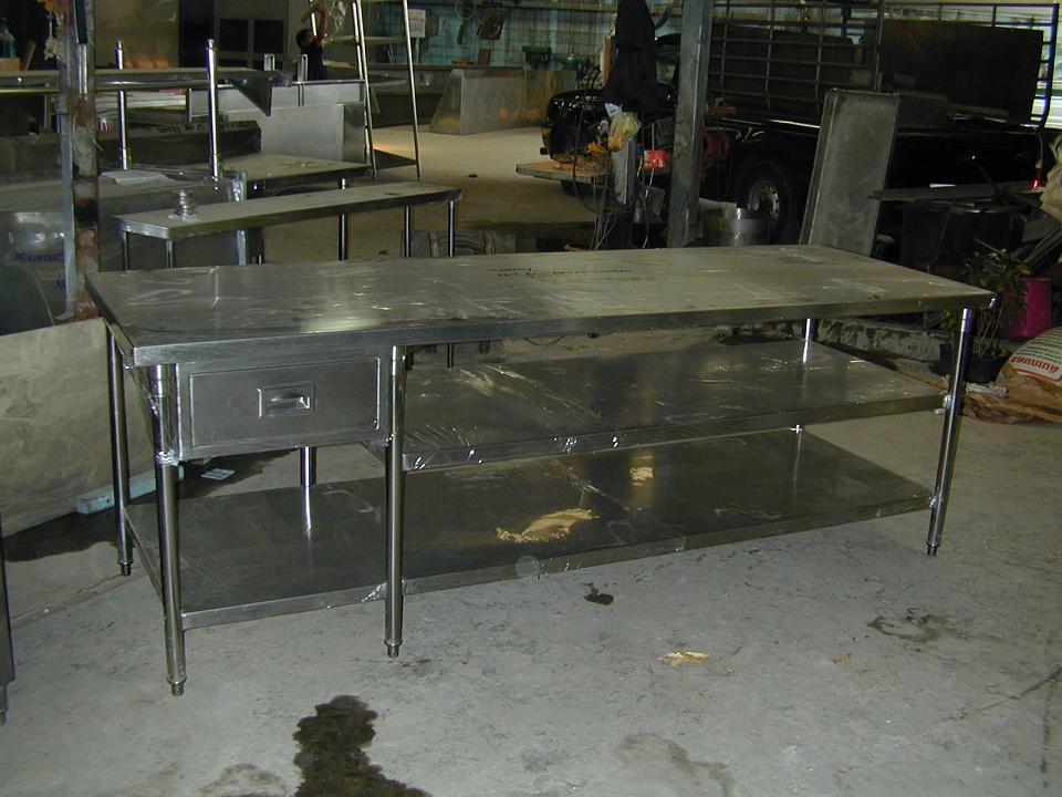 โต๊ะสเตนเลสหน้าเรียบ 3 ชั้นพร้อมลิ้นชัก No.T10