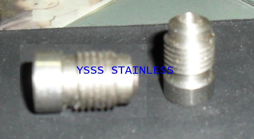 YS-005 สแตนเลสต๊าปเกลียวเข้าวาล์ว 4 หุน