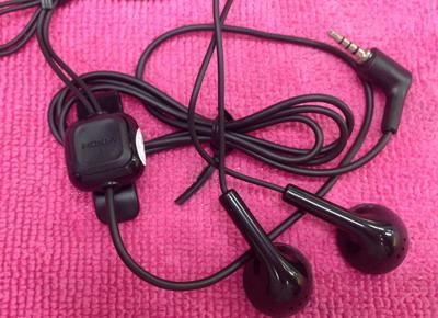 หูฟัง Nokia jack 2.5 mm.for Nokia 5000/7210s/6500s/6300/2310/1110 (ส่งฟรี)