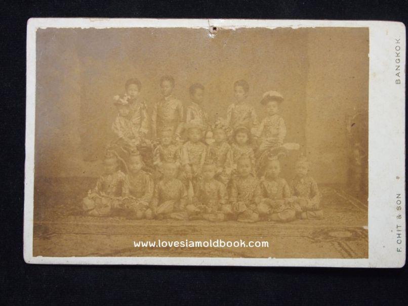ภาพถ่ายหมู่ พระราชโอรสและพระราชธิดาในรัชกาลที่ ๕