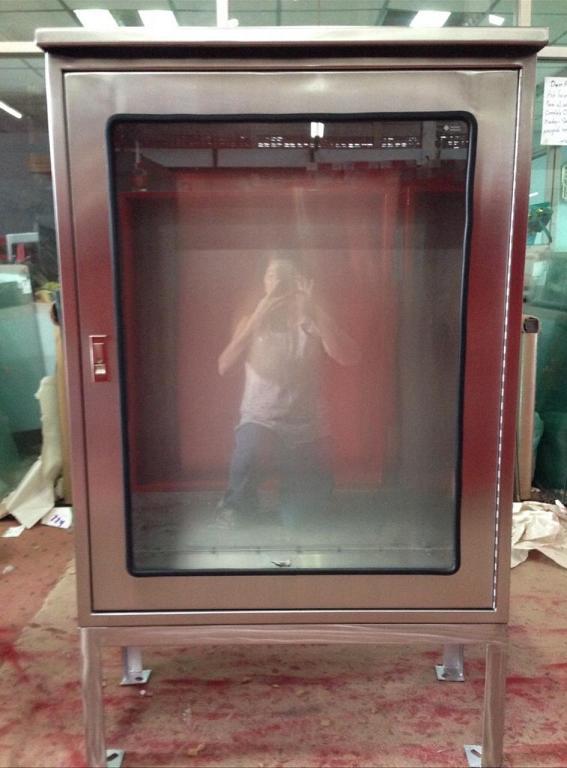 ตู้แสตนเลสพร้อมขามีหลังคา Stainless steel cabinet with legs with roof
