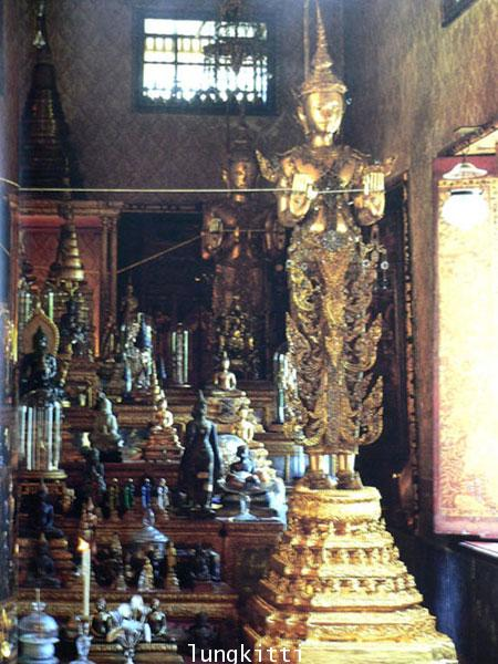 Buddha Images in the Grand Palace / John Hoskin 6