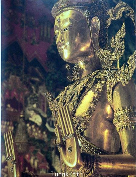 Buddha Images in the Grand Palace / John Hoskin 9
