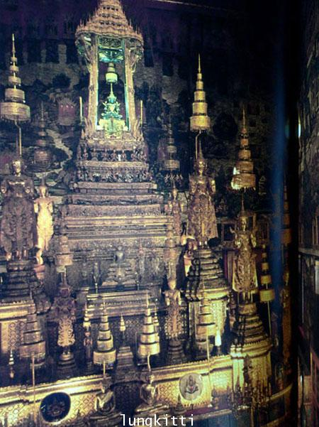 Buddha Images in the Grand Palace / John Hoskin 11