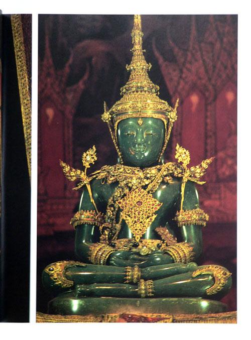 Buddha Images in the Grand Palace / John Hoskin 13
