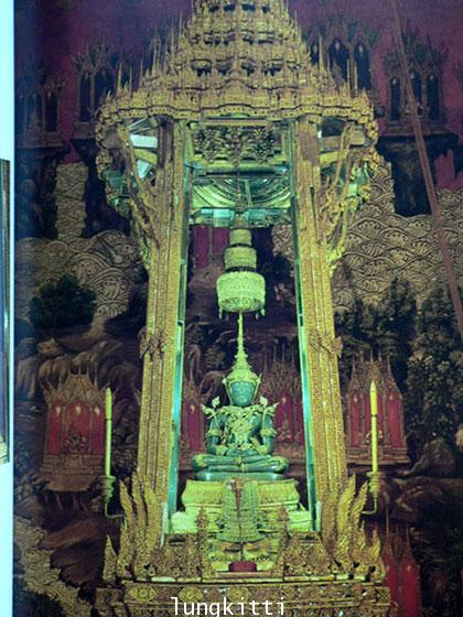 Buddha Images in the Grand Palace / John Hoskin 14
