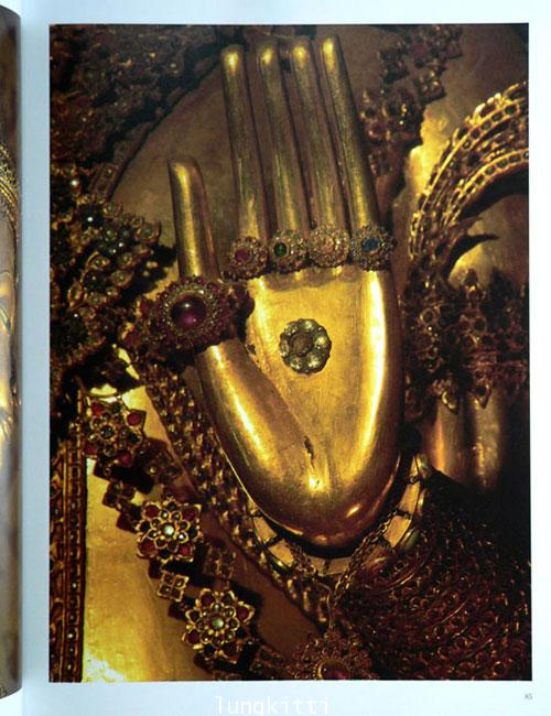 Buddha Images in the Grand Palace / John Hoskin 19