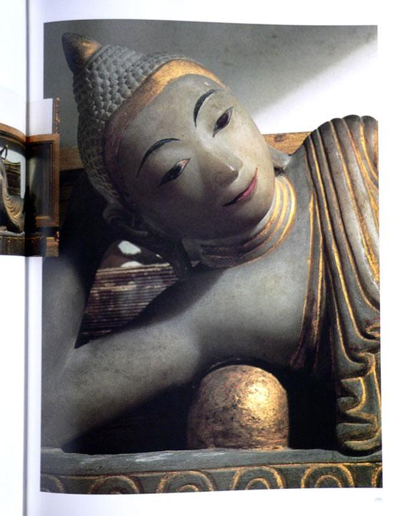 Buddha Images in the Grand Palace / John Hoskin 22