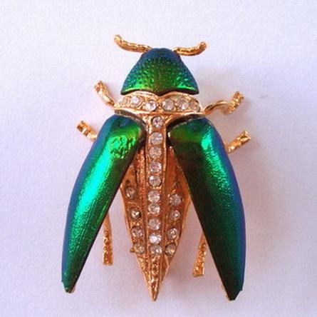 เข็มกลัดแมลงทับกางปีก
