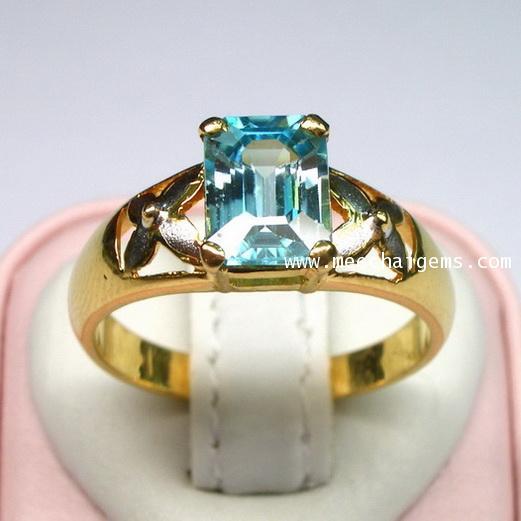 แหวนพลอยเพทายฟ้าตัวเรือนทองคำ