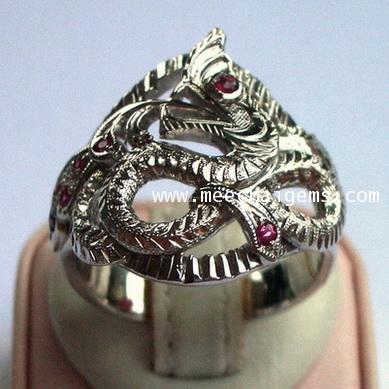 แหวนพญานาคฝังพลอยทับทิมตัวเรือนเงิน