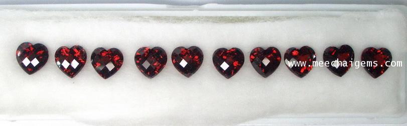 พลอยโกเมนหัวใจ 10 เม็ด 15.78 กะรัต
