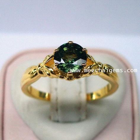 แหวนพลอยเขียวส่องจันท์แท้(บ่อบางกะจะ)