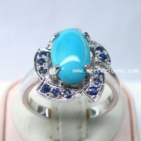 แหวนพลอยเทอร์ควอยส์ล้อมพลอยไพลินจันท์แท้ประดับตัวรือนเงิน