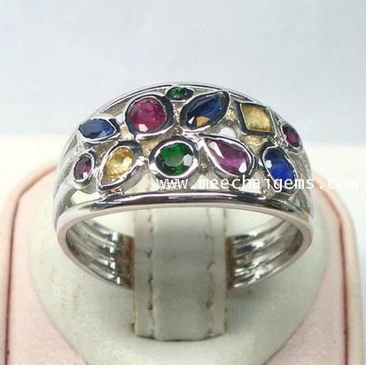 แหวนพลอยแฟนซีสลับสีตัวเรือนเงินชุบทองคำขาว