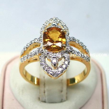 แหวนพลอยบุษราคัมจันท์แท้(สีธรรมชาติ)ประดับเพชร