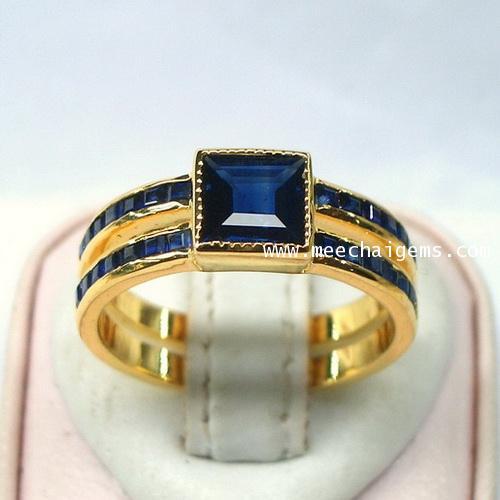 แหวนพลอยไพลินจันท์แท้สี่เหลี่ยมตัวเรือนทองคำแท้