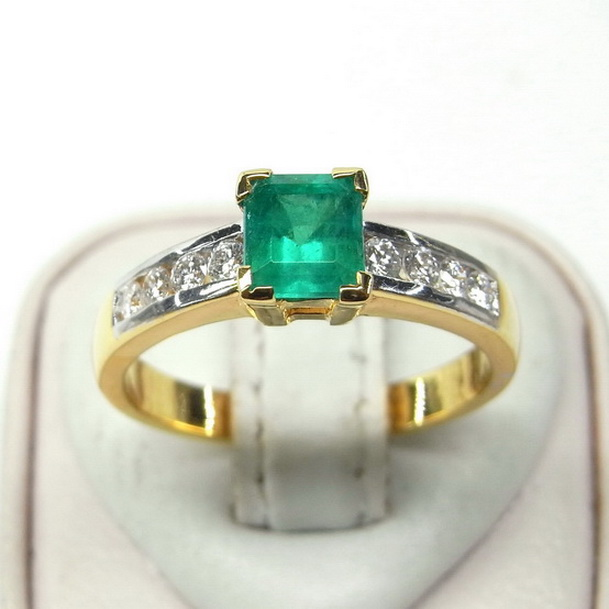 แหวนพลอยมรกตโคลัมเบียแท้ประดับเพชร