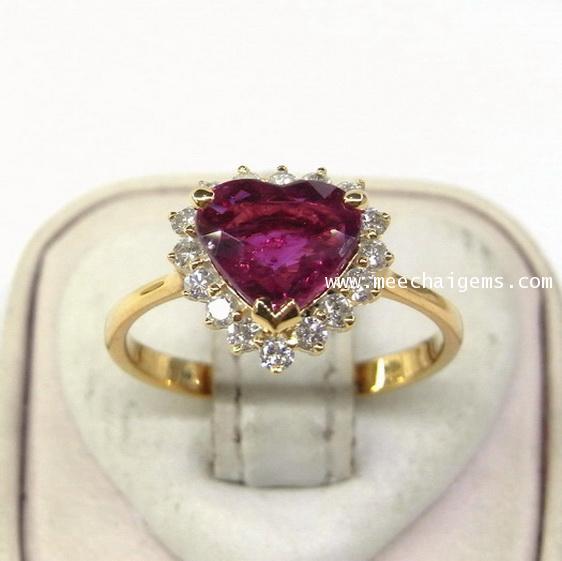 แหวนพลอยทับทิมจันท์แท้รูปหัวใจล้อมเพชร