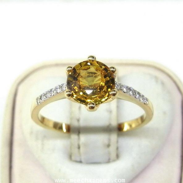 แหวนพลอยบุษราคัมแท้ประกายไฟเต็มเม็ดประดับเพชร