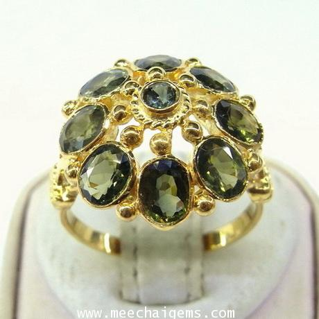 แหวนพลอยเขียวส่องจันท์แท้ดีไซน์ทรงฉัตร