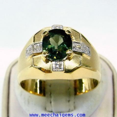 แหวนพลอยเขียวส่องจันท์แท้ดีไซน์คุณผู้ชายสุดเท่ห์