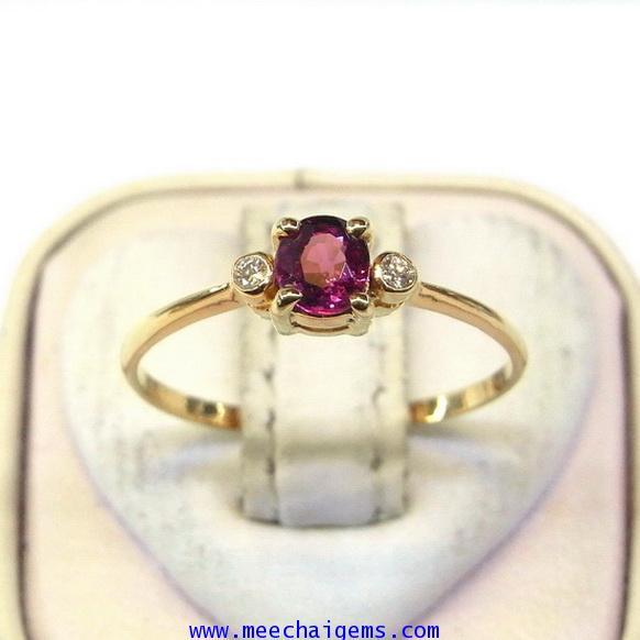 แหวนพลอยแดงจันท์แท้ประดับเพชร