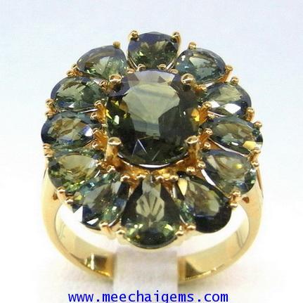 แหวนพลอยเขียวส่องแท้สีเข้มสด