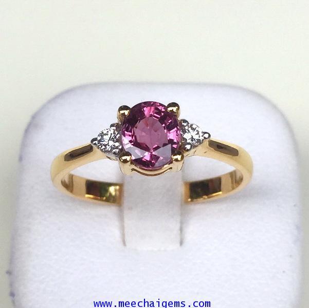 แหวนพลอยทับทิมจันท์แท้ประดับเพชร