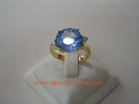 แหวนพลอยเพทายสีฟ้าประดับเพชร