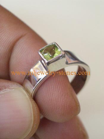 แหวนเงินแท้ 925 ประดับพลอยแท้ ทรงสี่เหลี่ยม เพอริดอท พลอยแท้ มีใบรับประกัน สวย ราคาถูกพิเศษ