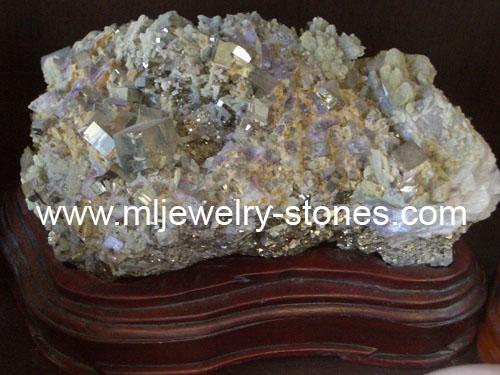 หินหายากน่าสะสมมีไพไรต์และอเมธิสต์รวมกันในก้อนเดียวกัน