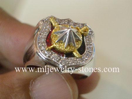 แหวนตำรวจล้อมเพชรตัวเรือนทองคำขาว