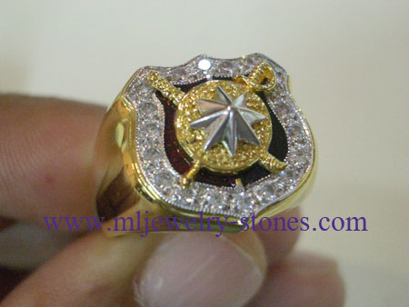แหวนตำรวจตัวเรือนทอง