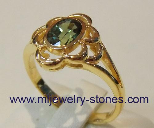 แหวนทองพลอยเขียวส่อง