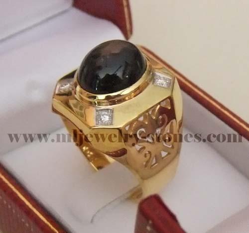 แหวนพลอยสตาร์สีดำประดับเพชร