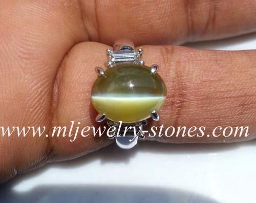 แหวนพลอยไพฑูรย์หรือพลอยตาแมว (คริสโซเบริล) จากศรีลังกา