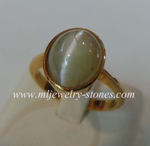แหวนพลอยไพฑูรย์หรือพลอยตาแมว (คริสโซเบริล)ตาแมวชัดมาก